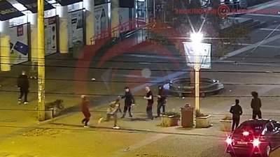В Днепре жестоко подрались молодые люди: видео с места происшествия