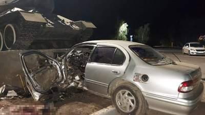 На Одещині водій влетів у постамент танка й загинув