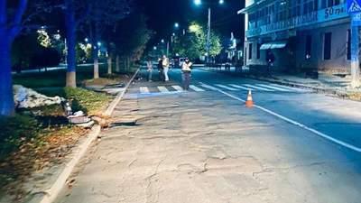 Мотоциклист сбил мать с ребенком на Прикарпатье: девочка умерла по дороге в больницу