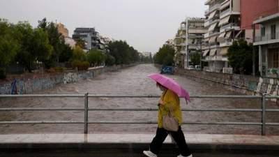 Греция страдает от сильных ливней и наводнений: уже есть жертва
