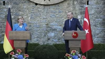 """""""Таке життя"""":  Меркель у Стамбулі обмінялася жартами з Ердоганом"""