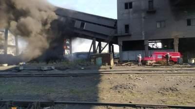 Масштабный пожар вспыхнул в Авдеевке на коксохимическом заводе: фото с места происшествия