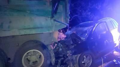 Въехали в грузовик: на Буковине в ДТП погибли два человека, среди них – спасатель