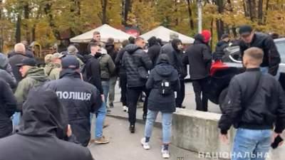 Сотни праворадикалов пришли в ромский лагерь в Ирпене: полиция препятствует столкновениям