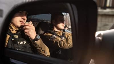 В туркомплексе на Буковине пьяный посетитель устроил стрельбу: мужчину пришлось угомонить