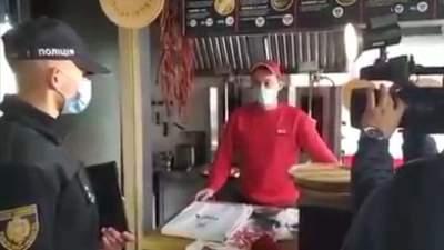 Посилений карантин у Львові: виявили першого невакцинованого працівника кафе