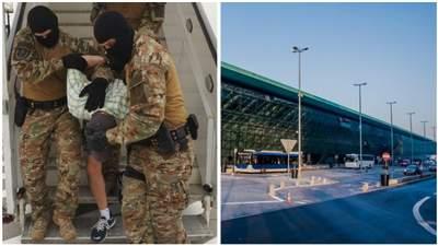 Двоє українців почубилися в літаку з Харкова до Кракова: одного вивели в кайданках