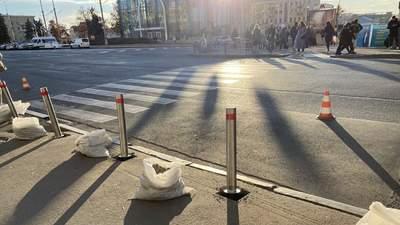 Через 4 роки: на місці ДТП із Зайцевою встановили стовпчики безпеки