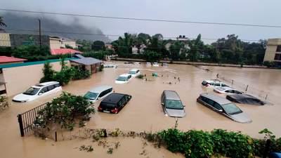 Вода смывает мосты и дома: на Непал обрушилось сильное наводнение – много жертв