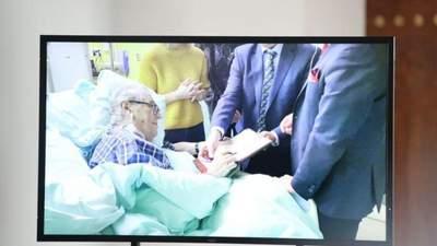 В Чехии впервые за 10 дней показали кадры с больным президентом Земаном: видео из больницы