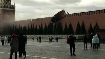 Голосно та потужно: з'явилось повне відео обвалу муру Кремля