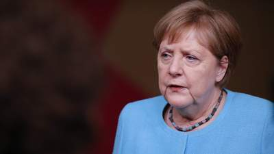 С прощальной церемонией и подарком: Меркель в последний раз выступила на саммите ЕС