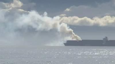 Біля берегів Канади горить судно з хімікатами