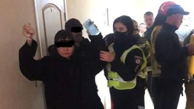 В Ужгороді нелегали з Китаю забарикадувалися у хостелі та влаштували підпал