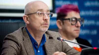 Смена главы украинской делегации в ТКГ не запланирована, – Резников