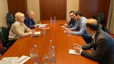 Денісова зустрілась з адвокатами Саакашвілі та планує зустріч з ним особисто