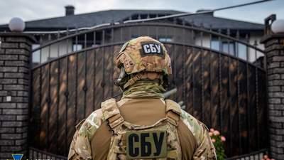 Катування й вимагання грошей: співробітників СБУ підозрюють у викраденні іноземця