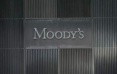 Moody's понизило кредитный рейтинг Великобритании и прогнозирует финансовые проблемы