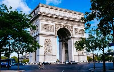 """Одну з найвизначніших пам'яток Парижа """"закриють"""" на три місяці"""