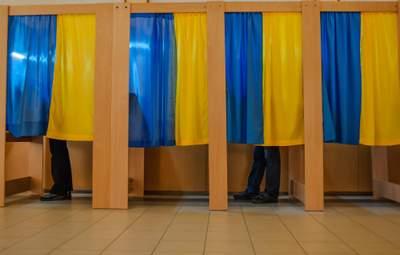 Чиновники-изгнанники возвращаются в украинскую политику: есть ли у них шанс