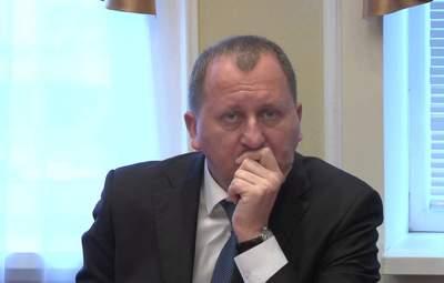 """Міський голова Сум Лисенко скупався на Водохреща під мостом із примітним написом """"Йди на*уй"""""""