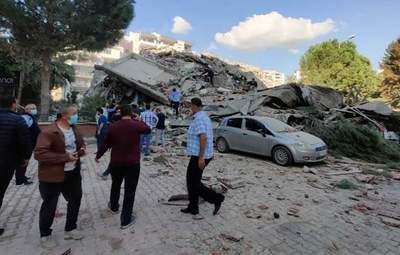Упал за считанные секунды: появилось ужасное видео обвала жилого дома в Турции