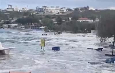 Вслед за землетрясением Турцию накрыло цунами: фото, видео