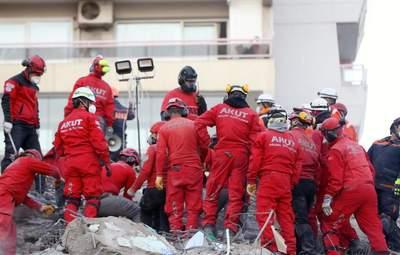 Последствия землетрясения в Турции: под обломками нашли живого 70-летнего мужчину