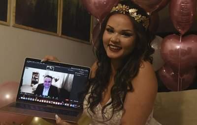 Zoom з суддею: як відбувалося перше онлайн-весілля через пандемію COVID-19 – відео
