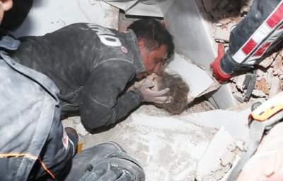 Это чудо: в Измире спасли ребенка, который провел под обломками 91 час – щемящие фото
