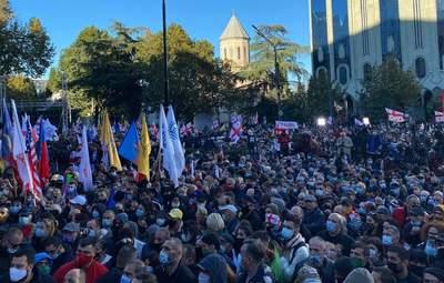 Многотысячные протесты в Грузии отправились к зданию ЦИК: что происходит – фото, видео