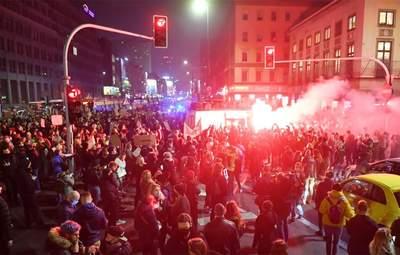 Слезоточивый газ и избиения митингующих: в Варшаве продолжаются протесты из-за запрета абортов