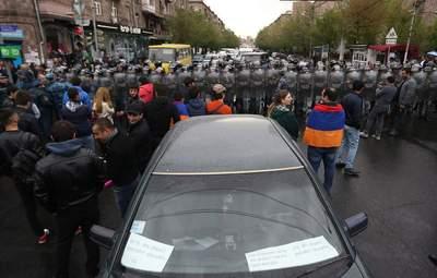 Протесты в Ереване не утихают: правоохранители задержали несколько десятков человек