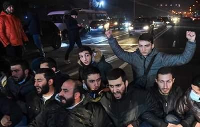В Ереване снова требуют отставки Пашиняна: протестующие перекрыли центральные улицы