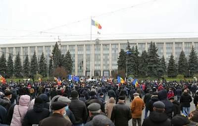 Прихильники Санду у Кишиневі вимагають дострокових виборів: відео протестів