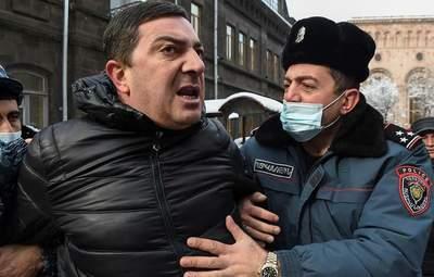 У Єревані опозиція оголосила безстроковий сидячий протест біля уряду: деталі