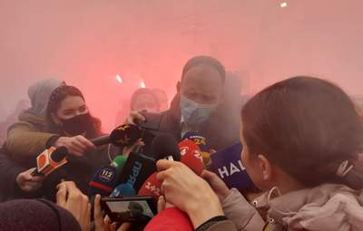 Татаров покинул ВАКС под возмущенные возгласы демонстрантов: фото, видео