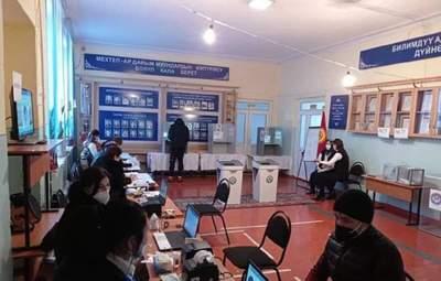 У Киргизстані проходять вибори президента: фаворитом є звільнений з колонії Садир Жапаров