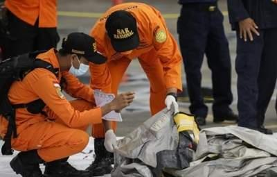 Авіакатастрофа в Індонезії: чорні скриньки літака Boeing знайшли