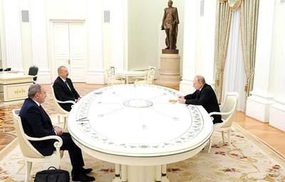 Пашинян та Алієв не потиснули одному руку  на зустрічі у Москві: відео