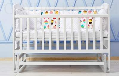 Не отдавайте детскую кроватку: как ее переделать, чтобы служила с пользой