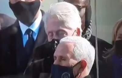 Байден говорить – Клінтон дрімає: екслідер США заснув на інавгурації – курйозне відео