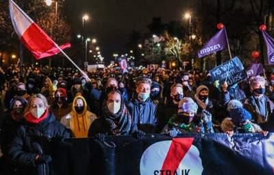 У Польщі знову спалахнули масштабні протести через заборону абортів: фото, відео