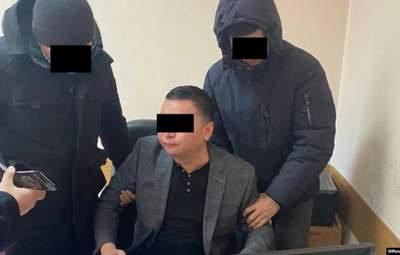 """Кілька місяців на посаді і """"погорів"""": у Киргизстані затримали голову пресслужби президента"""