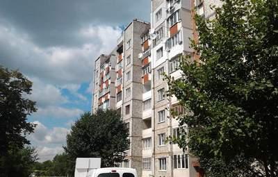 У Росії дівчина вистрибнула з 14 поверху і вижила