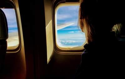 Молилися, щоб не померти: літак, який ламався на Занзібарі, потрапив у новий скандал