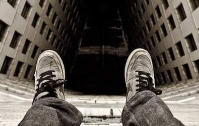 У Києві ще один юнак хотів стрибнути з 13 поверху: його врятував сусід
