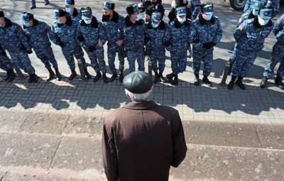 У Вірменії не вщухають протести: опозиція закликає силовиків перейти на бік активістів