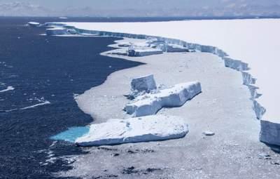 Больше Киева: от ледника в Антарктиде откололся гигантский айсберг – фото, видео