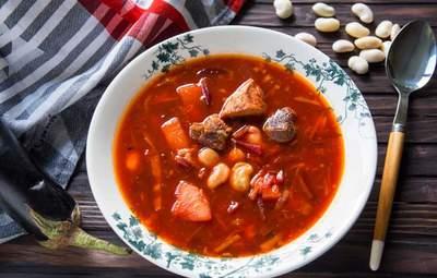 Червоний чи зелений: які види борщу є в Україні та як його готують у різних регіонах